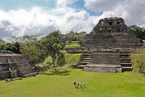 Mayské archeologociké nálezisko Xunantunich na západe Belize. Slúžilo ako miesto na oslavné rituály.