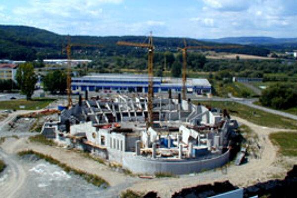 Halu začali stavať v roku 2002.