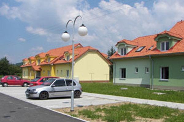 Obec má 500 obyvateľov, všetky byty sú obsadené.