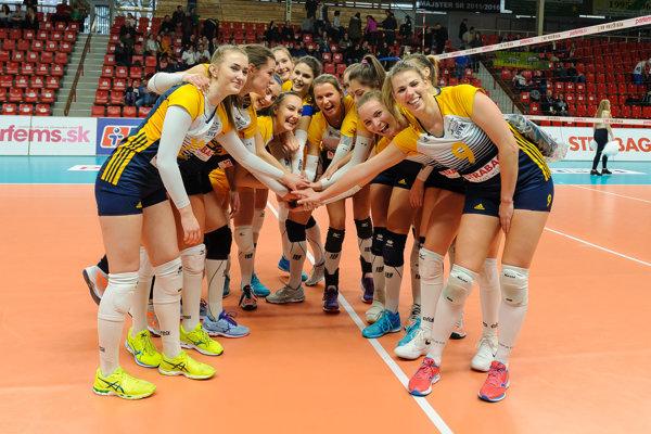 Hráčky Strabag Volleyball Club FTVŠ UK Bratislava sa tešili z víťazstva v Slovenskom pohári.