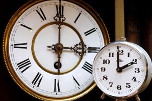 O 03.00 si ručičky hodiniek posunieme o hodinu späť na 02.00.