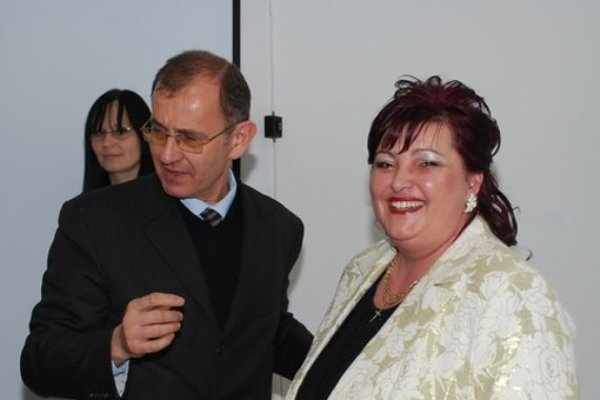 Odovzdávanie ceny Podnikateľka roka 2008. Vtedajší primátor Rožňavy Vladislav Laciak a Erika Filiczká.
