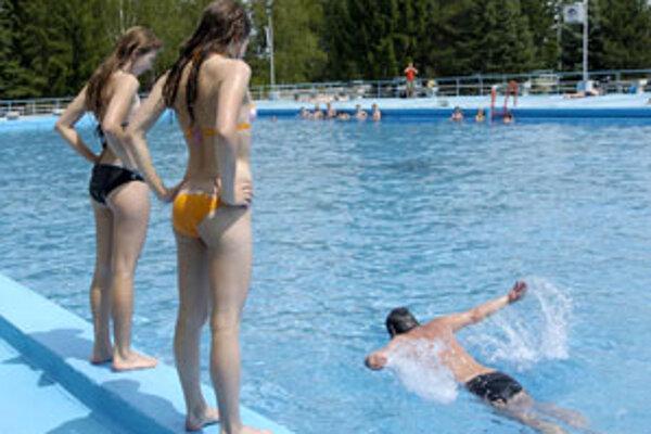 Plavecký bazén rozdelia na viac častí.