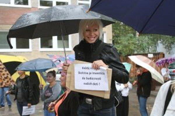 V septembri štrajkovali učitelia zvolenských škôl na ihrisku jednej z nich.