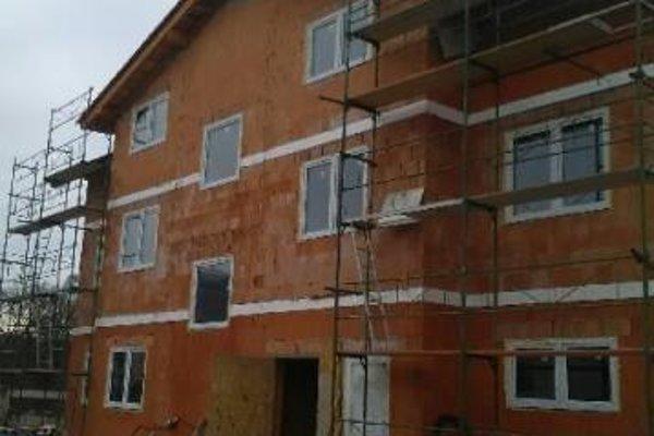 Bytovka je v pokročilom štádiu výstavby.