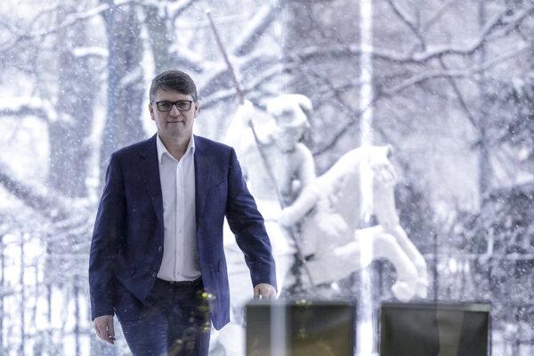 Na snímke minister kultúry SR Marek Maďarič prichádza na rokovanie 87. schôdze vlády .