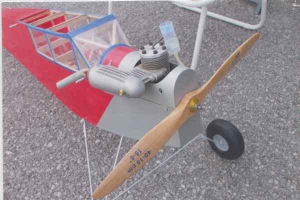 Historický motorový model.