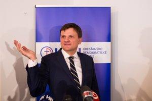 Súčasného predsedu KDH Alojza Hlinu vyzval na stranícky súboj bývalý šéf klubu OĽaNO Richard Vašečka.