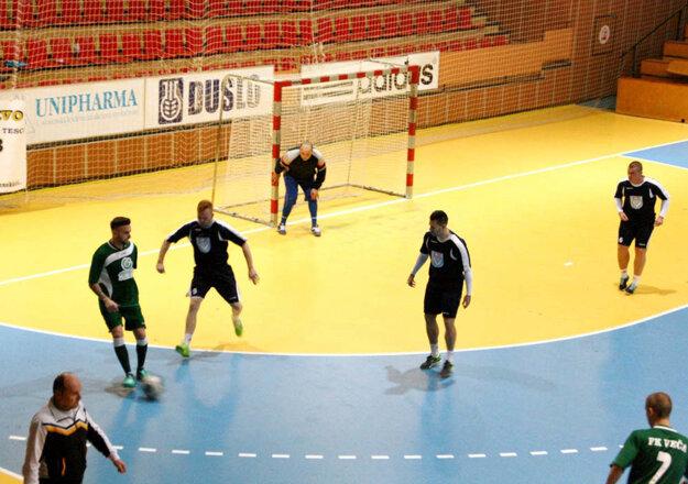 Duel Veča (v zelenom) - MFsK Nitra (0:3) mal výbornú úroveň a ešte v 11. minúte bol stav 0:0.