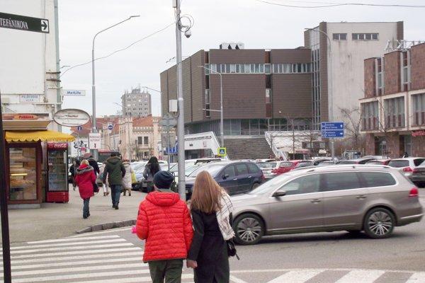 Kamera na rohu ulíc Štefánikova a Palárikova.