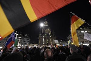 Protest Pegidy v Drážďanoch.