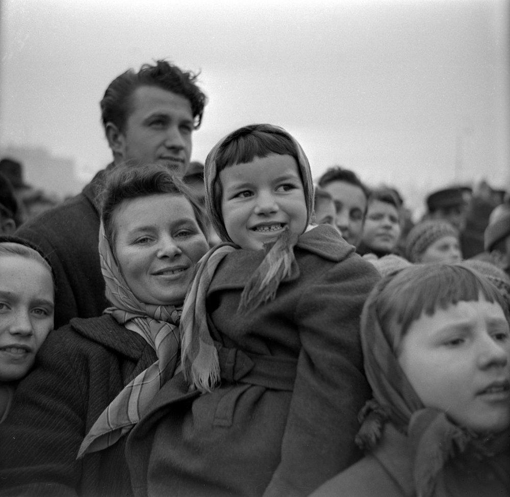 Tradičné oslavy príchodu Deda Mráza na Námestí osloboditeľov v Košiciach 20. decembra 1959.