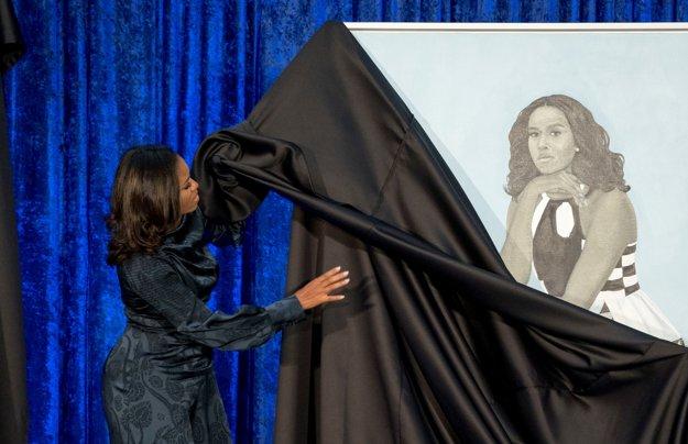 Michelle Obamová odkrýva svoj portrét.