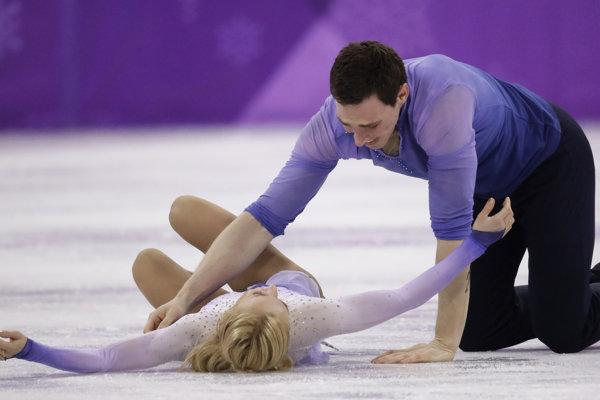 Aľona Savčenková a Bruno Massot sa radujú po svojej jazde.