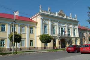 Pokračovať chcú aj v obnove budovy radnice v Šahách.