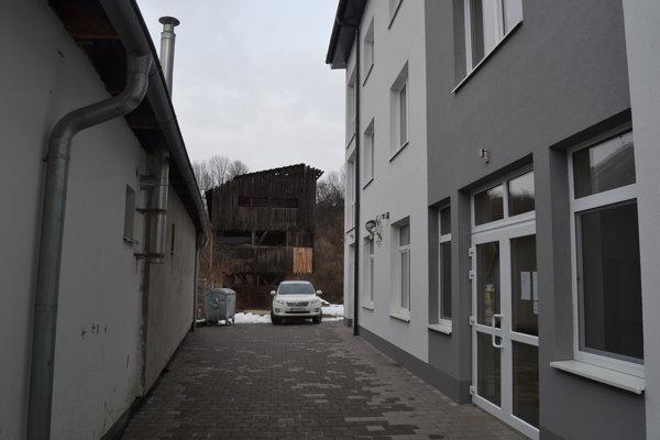 Unikátna sušiareň. Nachádza sa pri hlavnej ceste, je skrytá za budovou nového polyfunkčného objektu.