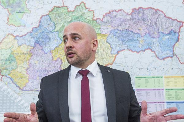 Predseda SMK József Menyhárt víta, ak na Slovensku vznikajú pre maďarskú menšinu nové tlačové produkty.