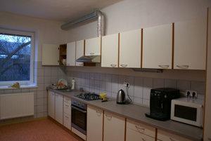 Pohľad do interiéru. Nová kuchynka.
