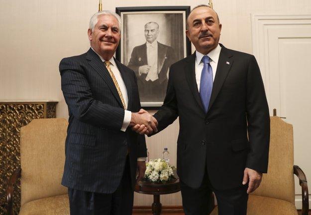 Šéf americkej diplomacie Rex Tillerson sa v Ankare stretol s rezortným proťajškom Mevlütom Čavušogluom.