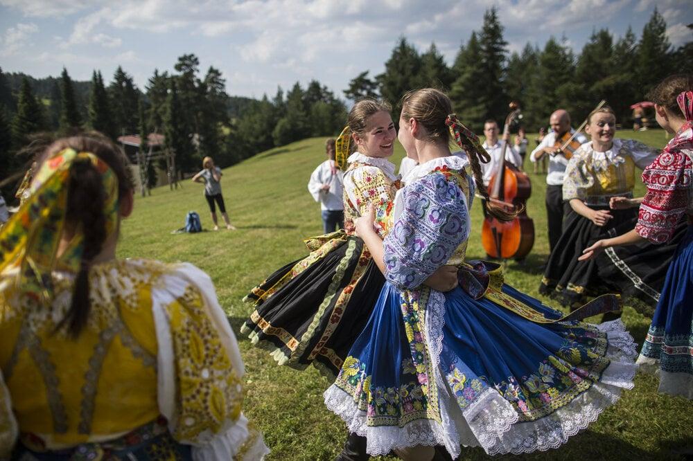 Folklórny festival vZávažnej Porube je malá akcia, ale oto je tam lepšia zábava.