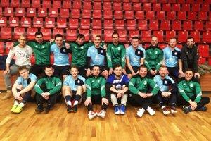 Futsalisti MFsK mali v hľadisku podporu od futbalistov Dolných Obdokoviec, ktorí sú na sústredení v Bojniciach. Po zápase sa spolu odfotili.