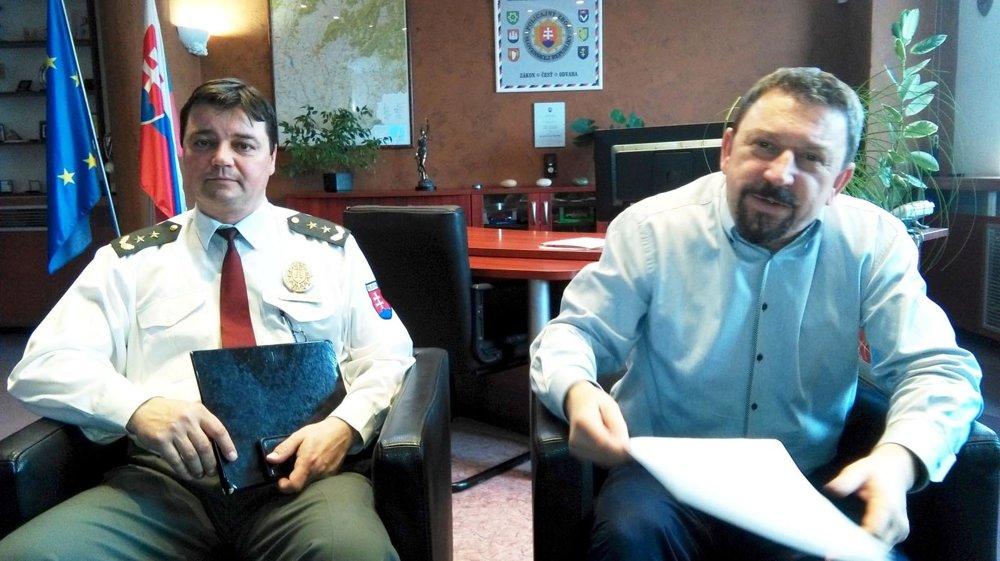 Krajský policajný riaditeľ Miroslav Michalčík (vpravo) a šéf krajského dopravného inšpektorátu Miroslav Melišek.
