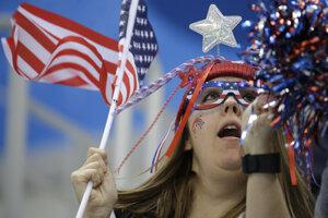 Fanúšikovia z USA počas zápasu.