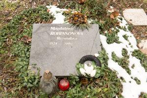 Hrob fotografky Magdalény Robinsonovej.