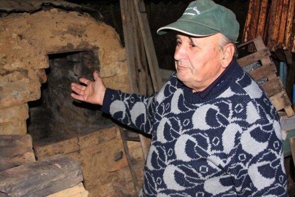 Majster hrnčiar akeramikár Tomáš Mihok sa roky venoval zadymovanej keramike.  (Zdroj: MH)