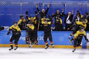 Nemecký hokejový tím sa raduje z víťazstva.