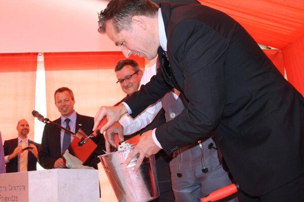 Nemecký investor položil v Prievidzi základný kameň nového výrobného závodu.