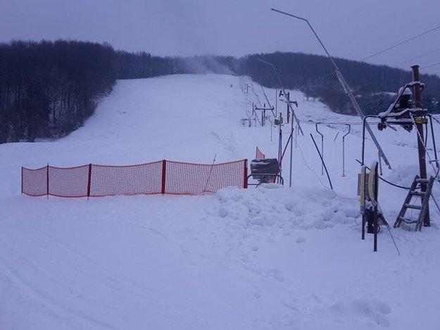 V lyžiarskom stredisku v Ostrom Grúni si už môžete zalyžovať.