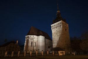Kostol Saschiz v rumunskom Sedmohradsku.