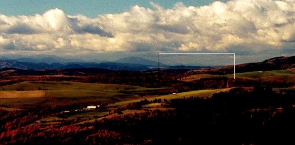 Detail na vrchy Šipruň a Maďarová od Bachurne, jediné miesto z celého šarišského regiónu, odkiaľ vidieť Veľkú Fatru.