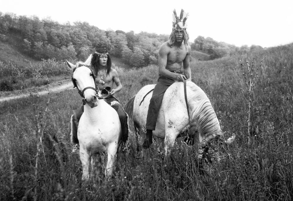Kto chcel vo filme účinkovať, musel si kostým vyrobiť sám. Za fľašu vína zohnali aj dva kone.