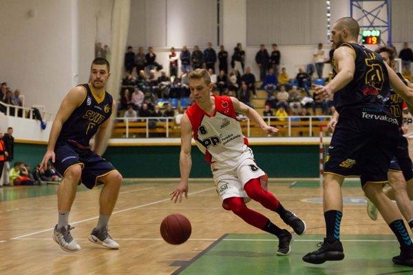 Róbert Rožánek (v bielom) by mal aj naďalej patriť medzi opory žilinského mužstva.