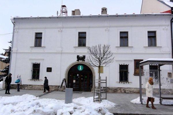 Stará radnica sídli na centrálnom zvolenskom námestí.