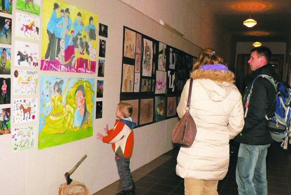 Výstava Integruj, nie derivuj (sa) potrvá do konca januára.