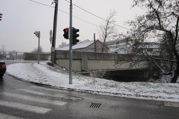 Most na Košovskej ceste sa dočká opráv.