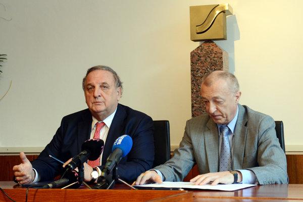 Predseda SOPK Peter Mihók (vľavo) a generálny riaditeľ SARIO Róbert Šimončič (vpravo).