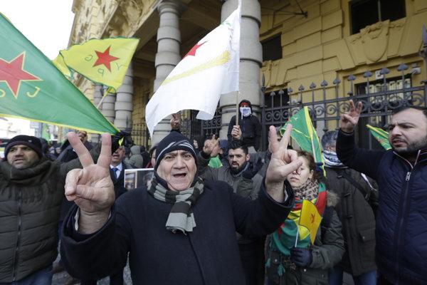 Protest Kurdov pred pražským súdom.