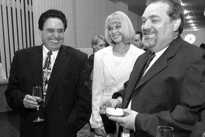 Na nedatovanej fotografii s Jozefom Majským jeho neskoršia manželka Diana a poslanec za HZDS Ladislav Polka.