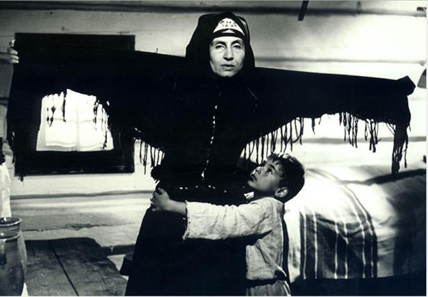 V televíznej adaptácii románu Mila Urbana Živý bič s Vierou Strniskovou v réžii otca Martina Ťapáka.