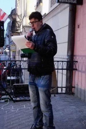 Michal Frank číta výzvu.