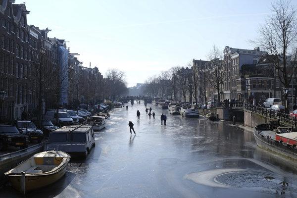 Kanál Prinsengracht v Amsterdame.