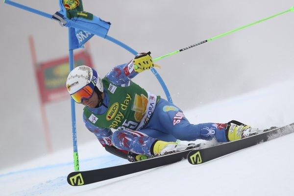 Slovenský lyžiar Adam Žampa na trati v 1. kole obrovského slalomu Svetového pohára.