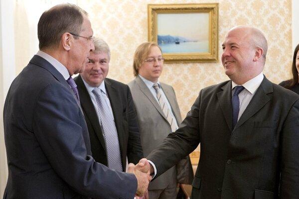 Komisár Rady Európy pre ľudské práva Nils Muižnieks (vpravo)
