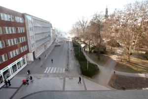 Nedokončená časť námestia od katolíckeho kostola po Zvolenskú Európu.