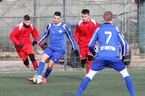 Po centri Filipa Petrániho (druhý zľava) padol druhý gól Nitry.