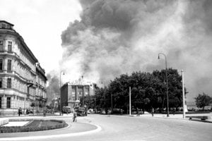 Pri bombardovaní Apolky padli za obeť aj budovy ako múzeum na nábreží.